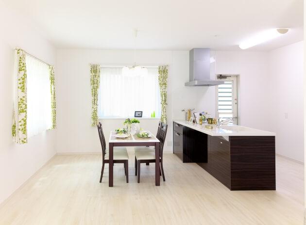 podłogi drewniane laminowane i winylowe Wołomin